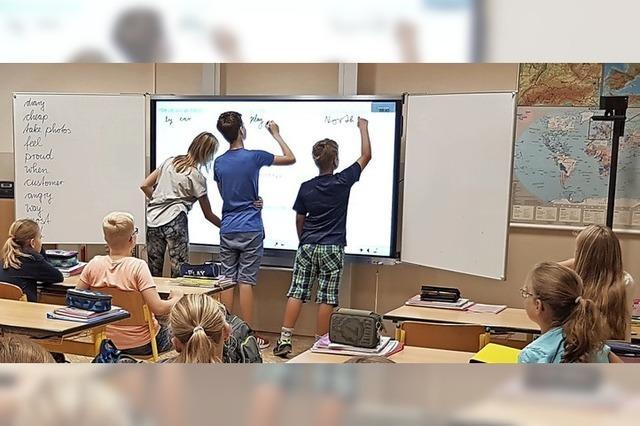 Schule erhält digitale Tafeln