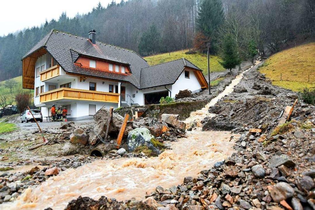 Hochwasser nach Dauerregen im Februar....mer Nebenbach für eine Schlammlawine.   | Foto: Horst Dauenhauer