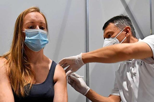 Corona-Impfungen in Freiburg laufen – aber es gibt nicht genug Impfstoff