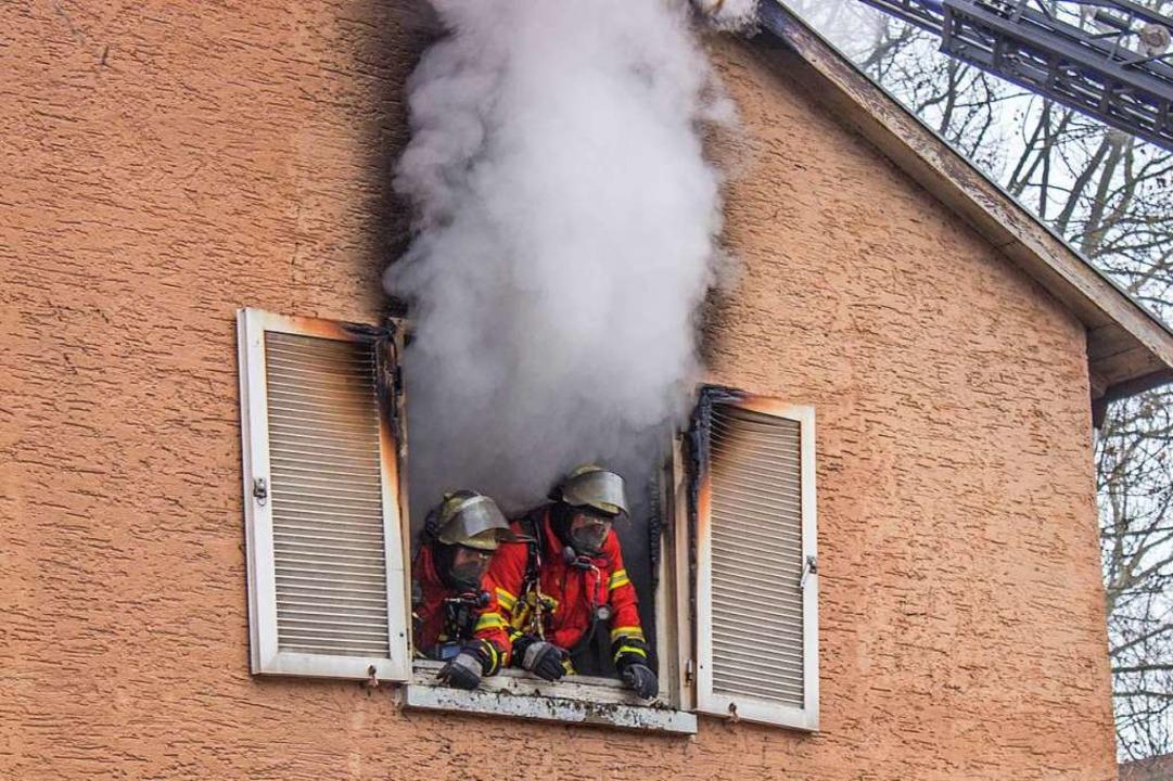 Wohnungsbrand in Karlsruhe: Das Feuer,... zwang, war in der Küche ausgebrochen.  | Foto: Markus Rott (dpa)