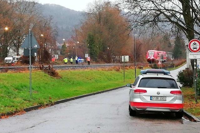 18-jähriger Motorradfahrer wird von Hochrheinbahn erfasst