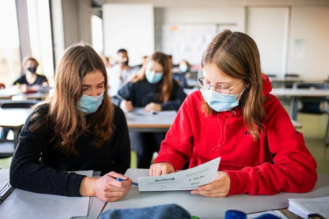 Wann kehren die Schülerinnen wieder zurück in die Klassenräume?    Foto: Matthias Balk (dpa)