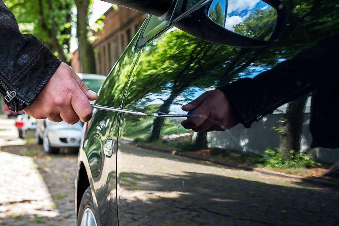 Ein Unbekannter hat vor Weihnachten mehrere Autos zerkratzt. Symbolbild.  | Foto: jensrother  (stock.adobe.com)