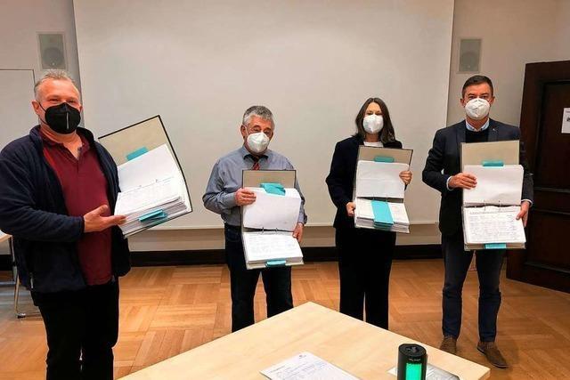 20 000 Unterschriften aus Bad Krozingen an Regierungspräsidentin übergeben
