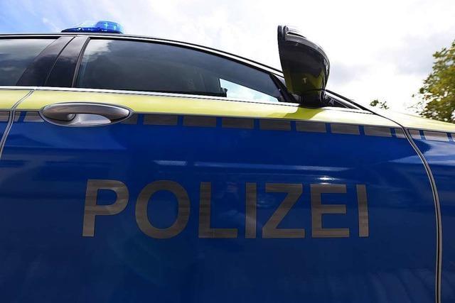 Unbekannter tritt Glastür in Schopfheim kaputt