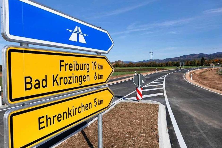 <BZ-FotoAnlauf>Die Umfahrung </BZ-FotoAnlauf>von Staufen  wurde Wirklichkeit – zumindest der erste Abschnitt, der am 6. November für den Verkehr freigegeben wurde.  Wann der zweite Abschnitt realisiert wird, entscheidet sich nach neuen laufenden  Verkehrszählungen. (Foto: Hans-Peter Müller)