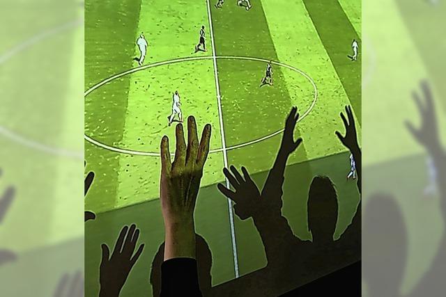 Fans treffen sich privat zum Fußballschauen