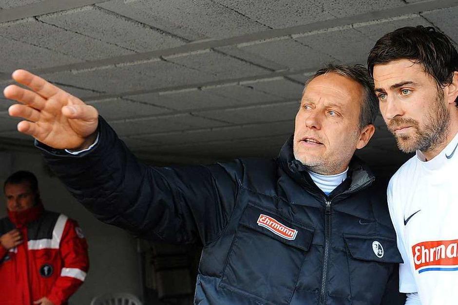 2011: Vom Co-Trainer zum Chefcoach beim SC Freiburg: der Eimeldinger Christian Streich (links, mit Heiko Butscher) wird kurz vor Jahresende beim  Fußball-Bundesligisten befördert. Aktuell ist Streich der dienstälteste Bundesliga-Trainer. (Foto: Patrick Seeger)