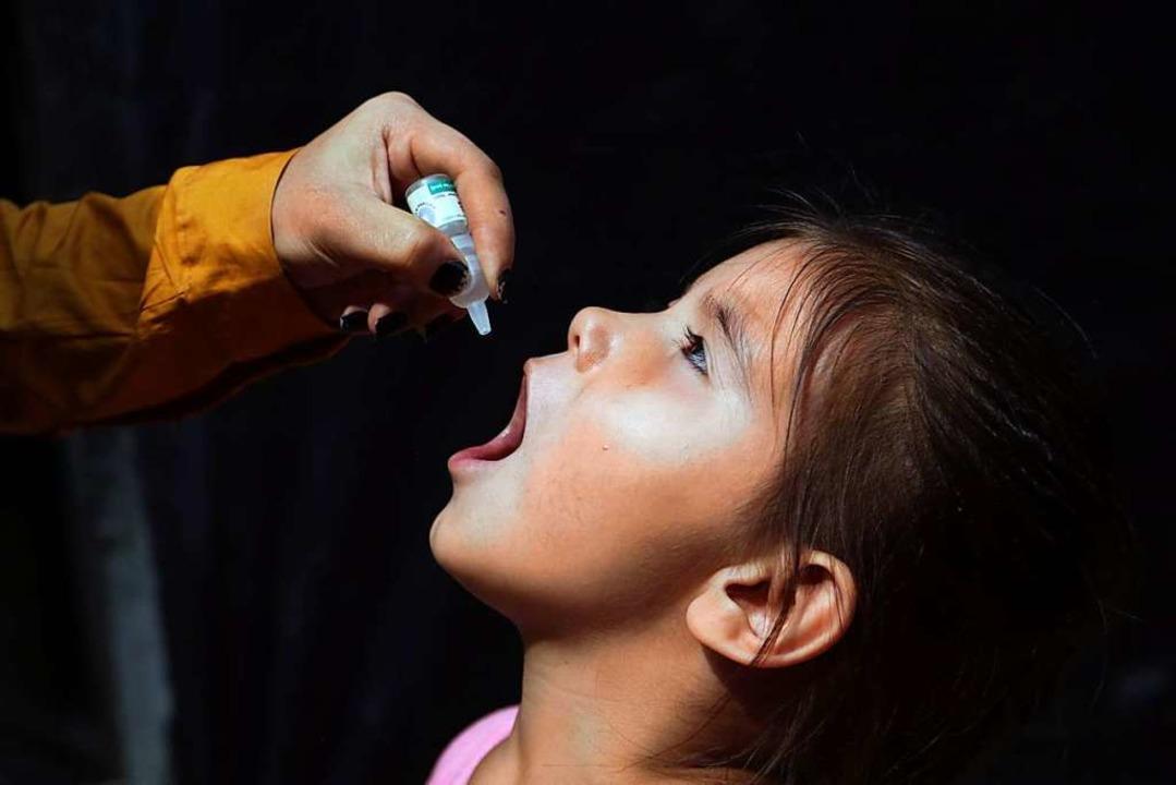 Schluckimpfung gegen Polio in Afghanistan.  | Foto: Mariam Zuhaib (dpa)