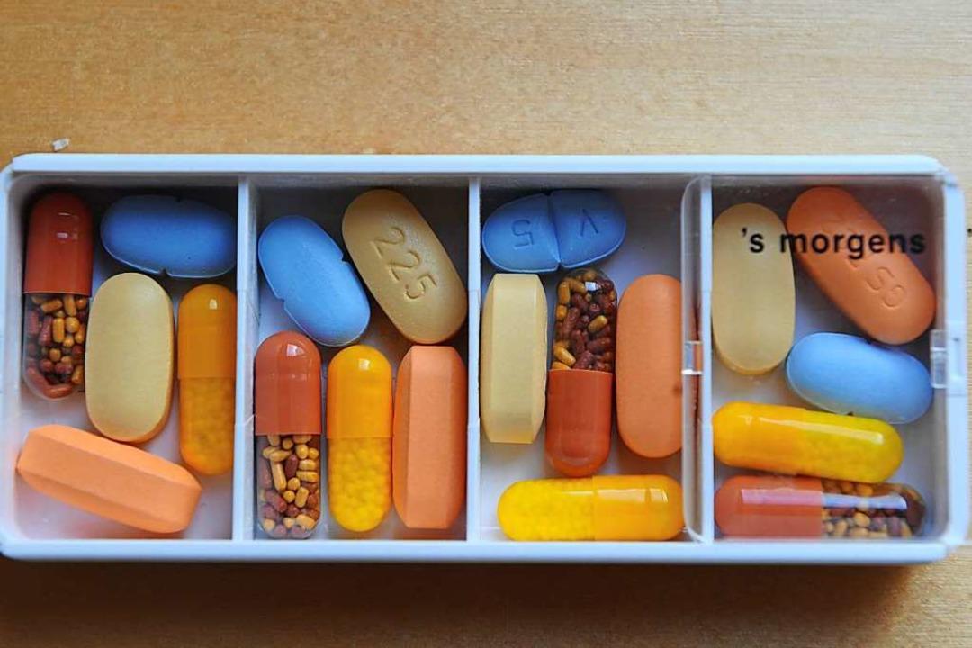 Medikamente gegen HIV: Nicht überall i...n Ausbruch von AIDS verhindern können.  | Foto: Jens Kalaene
