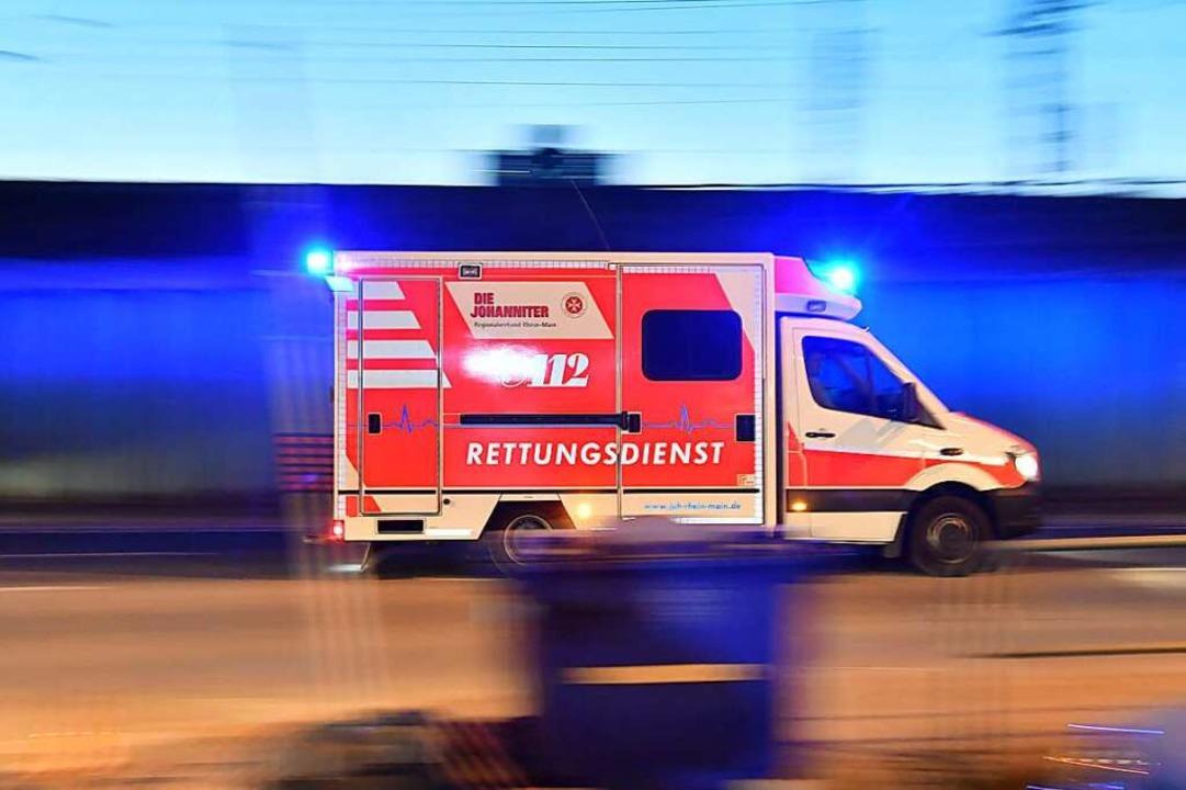 Ein schwerer Verkehrsunfall hat sich a...Freiburg-Kappel ereignet (Symbolbild).  | Foto: Boris Roessler (dpa)