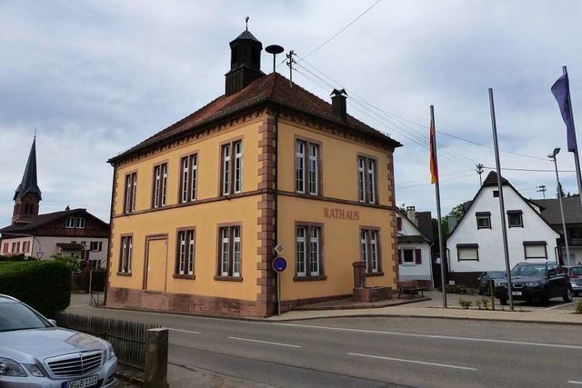 Warum im Turm des Heiligenzeller Rathauses eine stumme Glocke hängt