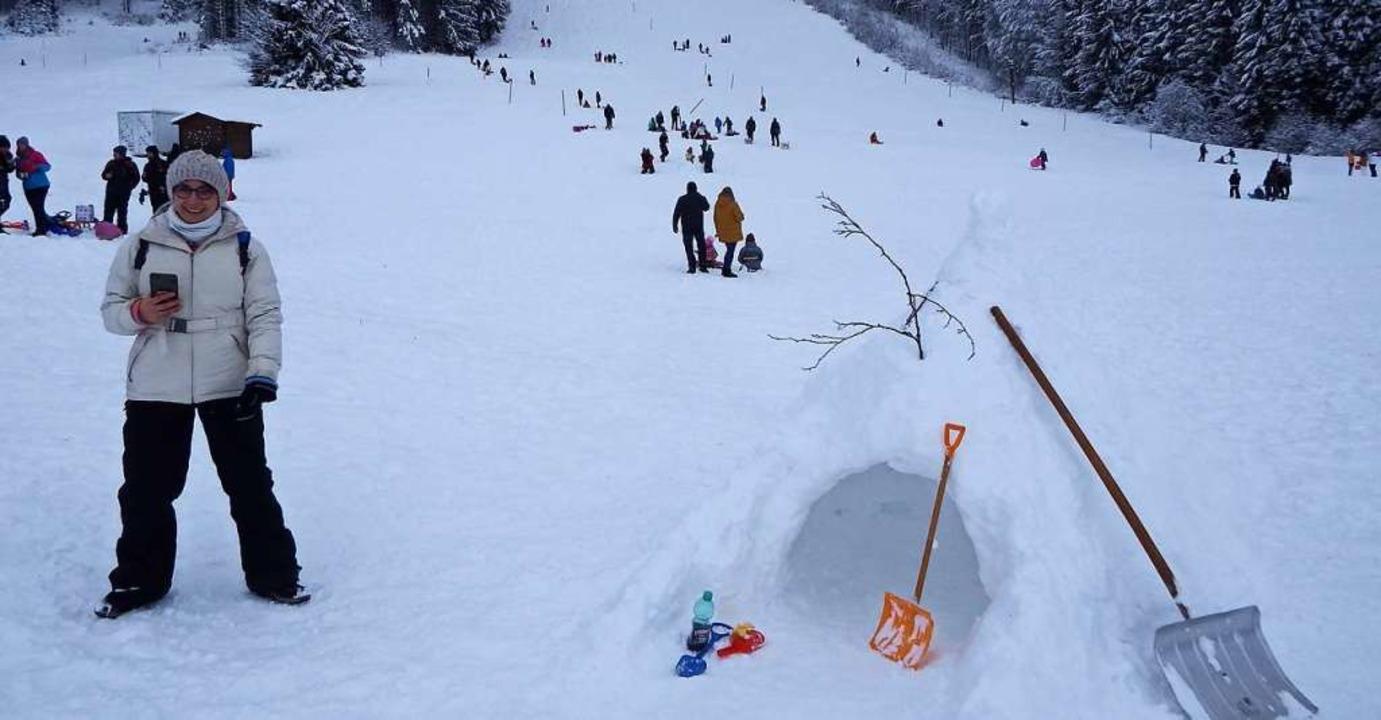 Am Skilifthang rodelten die Menschen t...ilds und hinterließen dabei viel Müll.  | Foto: Wolfgang Adam