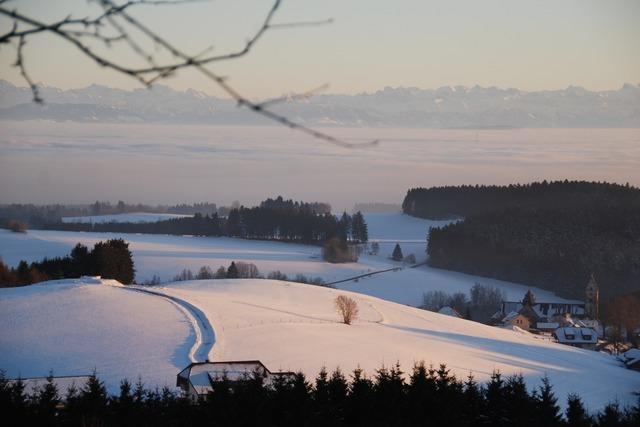 Traumhafte Lichtspiele mit Alpensicht an der Ibacher Steffi-Böhler-Loipe