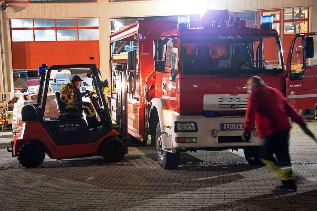 Feuerwehren aus ganz Baden-Württemberg... und für den Weitertransport verpackt.  | Foto: Volker Münch