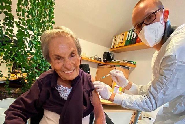 Mobile Impfteams haben am Hochrhein die ersten Senioren geimpft