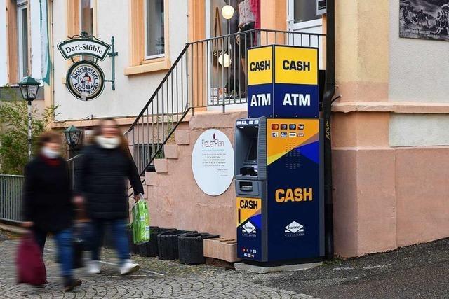 Warum in Freiburg-Wiehre ein Geldautomat auf einem Gehweg steht
