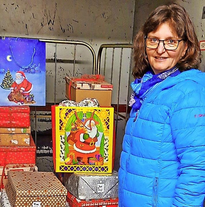 <BZ-FotoAnlauf>Schwarzwaldstrasse: </B...auf>Carmen Asal mit einigen Geschenken  | Foto: Asal