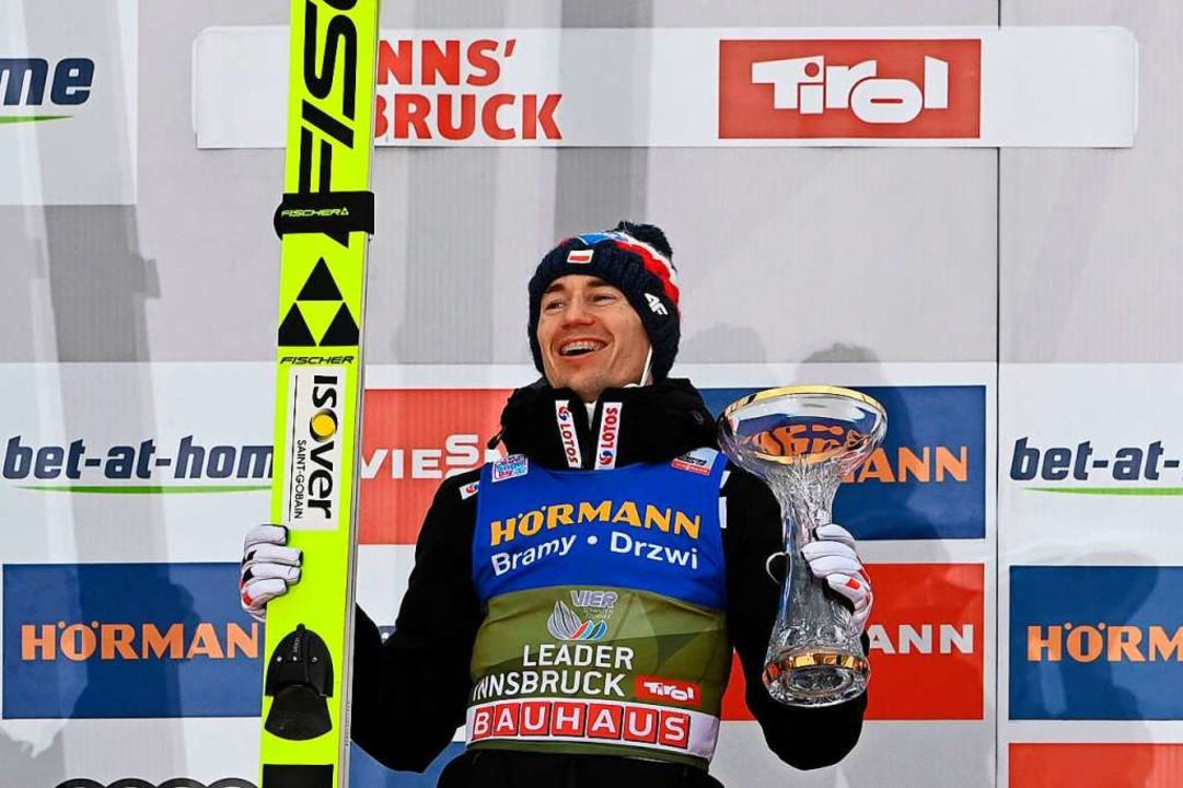 Keiner kann's wie Kamil Stoch: H...e ? Schon 2017 und 2018 gewann er sie.  | Foto: CHRISTOF STACHE (AFP)