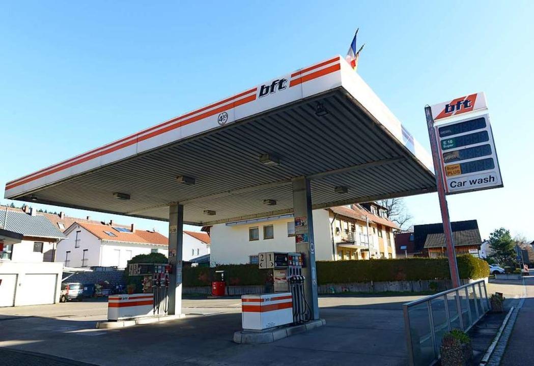 Die Tankstelle in Ebnet ist seit rund einem Jahr geschlossen.    Foto: Ingo Schneider