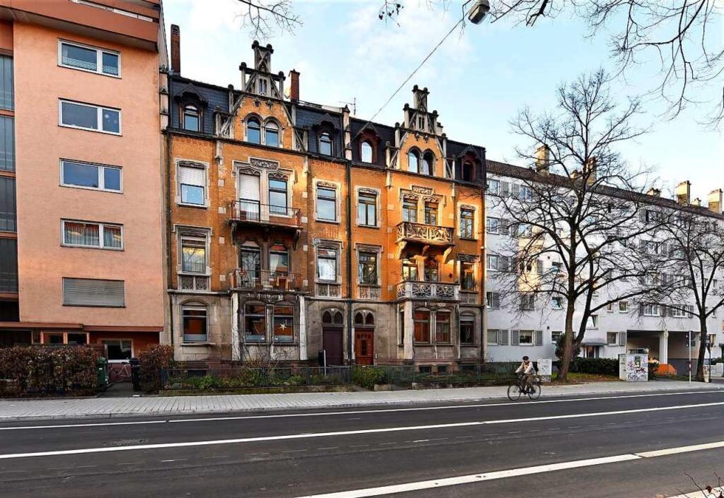 Die Gebäude Nummer 12 und 14 sind bis ...t nun Teil eines Bauverein-Wohnblocks.  | Foto: Thomas Kunz