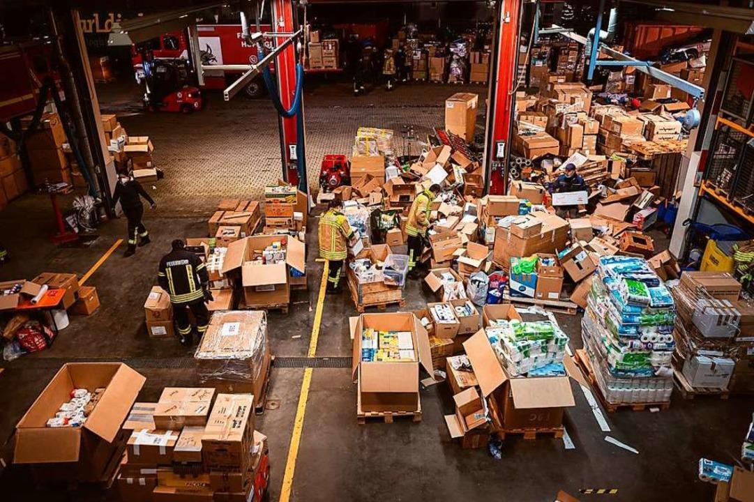 Vom Geräte- zum Lagerhaus: Wo sonst di...laden, zu sortieren und neu zu packen.  | Foto: Andreas Berger