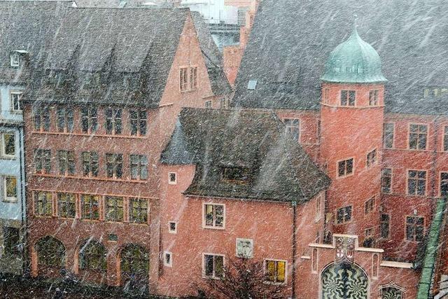Ein paar Schneeflocken versetzen Freiburg sofort in den Ausnahmezustand