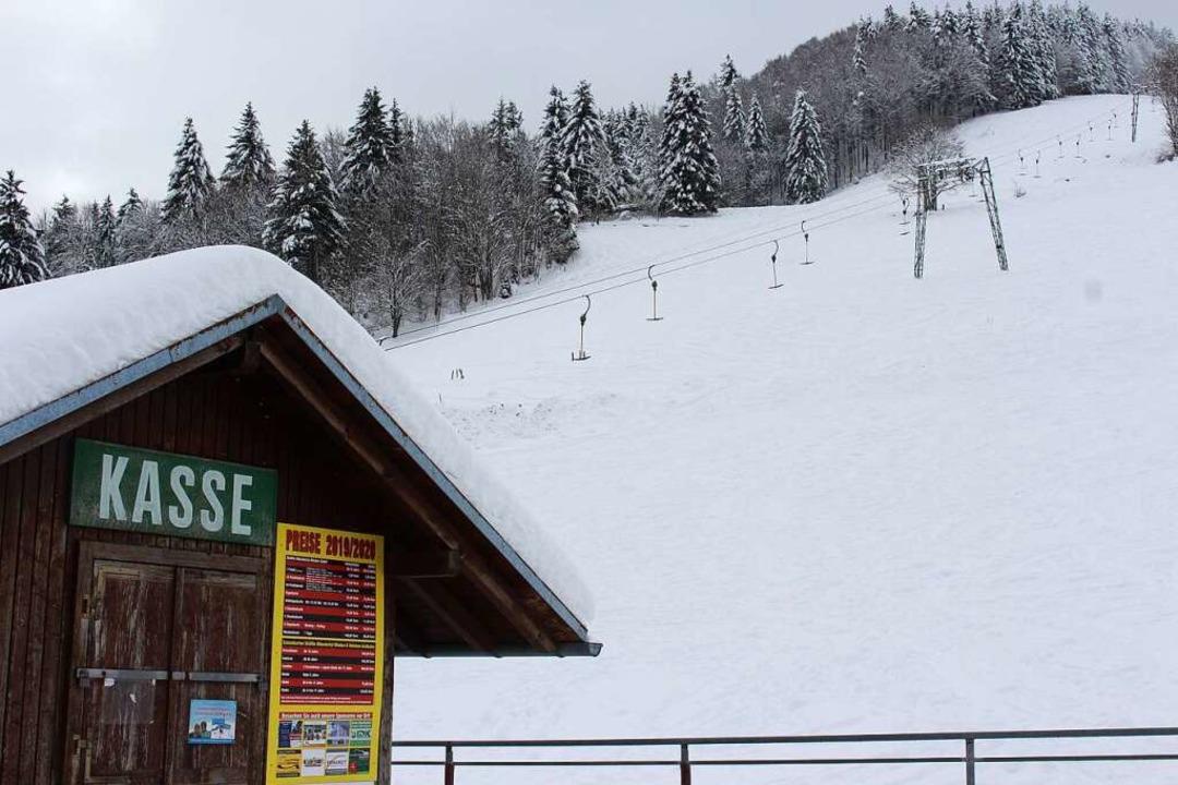 Der Skilift Wiedenereck ist 450 Meter ...ne Haushalte mit bis zu fünf Personen.  | Foto: Martin Klabund