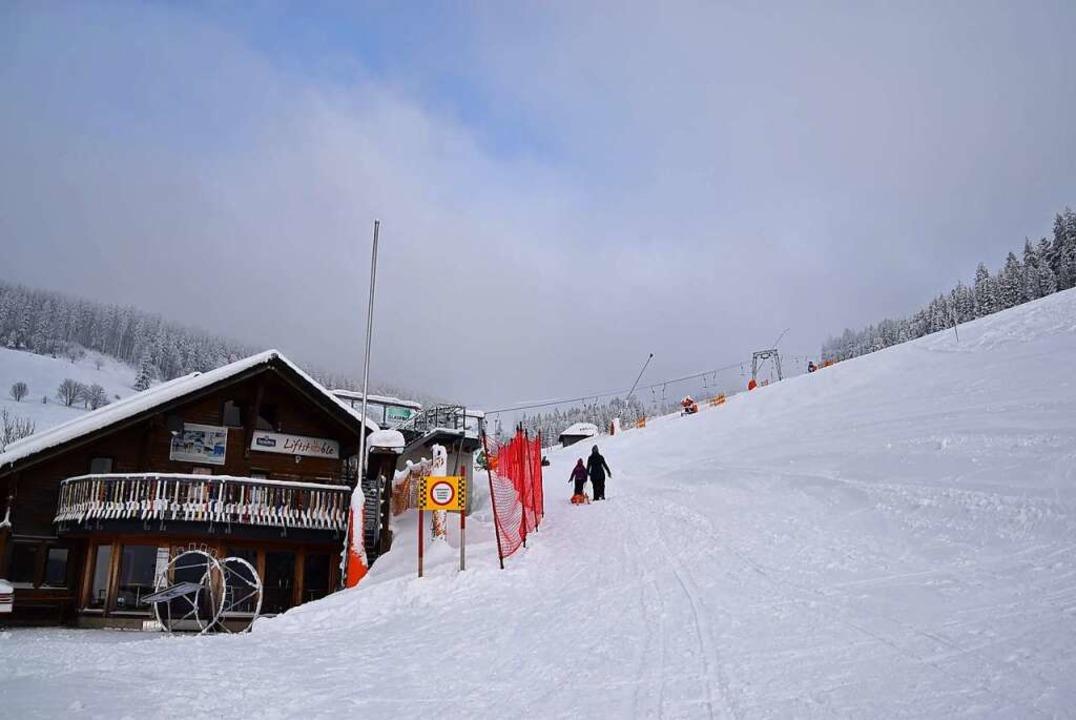 Auch in Todtnauberg (rechts) liegt viel Schnee.  | Foto: Ulrike Jäger