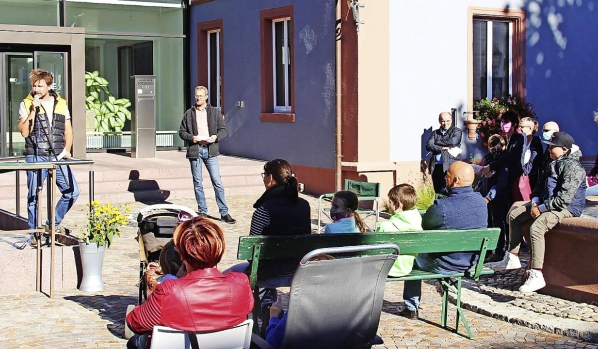 Gründungsakt im Freien: An einem  Früh...zinger  Rathaus aus der Taufe gehoben.  | Foto: Horst David
