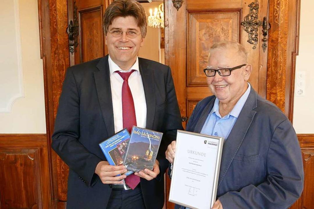 Gusty Hufschmid mit Landrat Martin Kistler  | Foto: Martin Köpfer