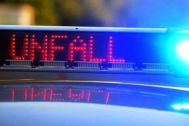 A5 bei Riegel in Richtung Süden gesperrt – Lastwagenfahrer verletzt