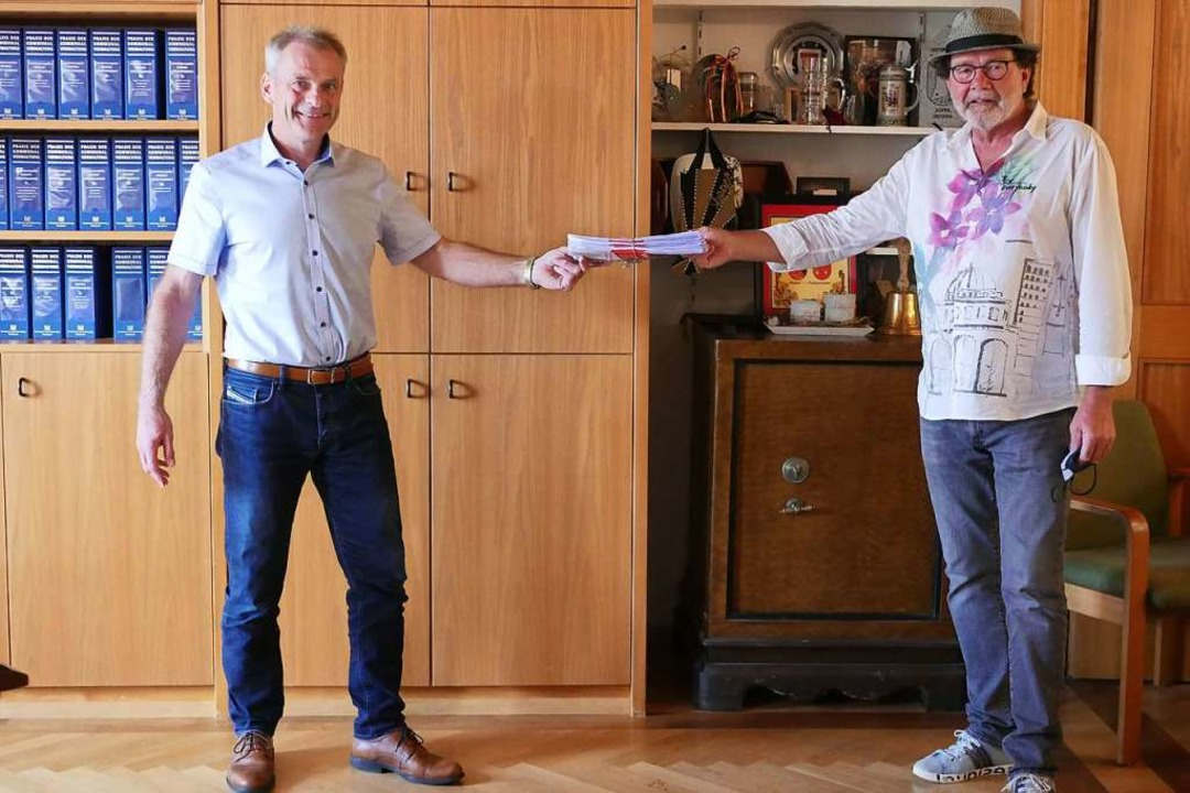 Bürger wollen mitreden und übergeben i...ünftigen Nutzung des Gasthauses Stube.  | Foto: Jannik Jürgens