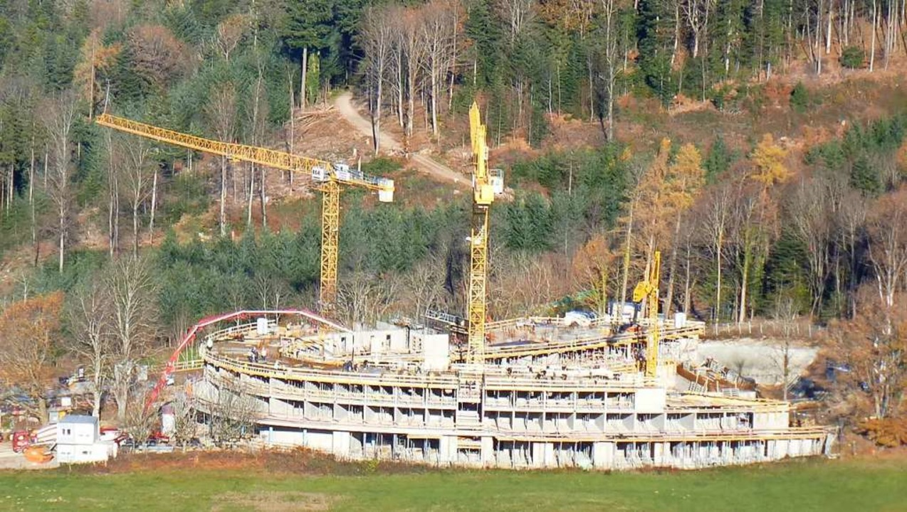 Noch im Bau ist die neue Gesundheitsresort  Schwarzwald Luisenhöhe in Horben.  | Foto: Volker Jung