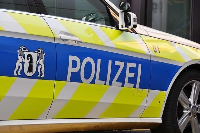Ein 96-jähriger Mann wird in Basel von einem Lastwagen erfasst und stirbt