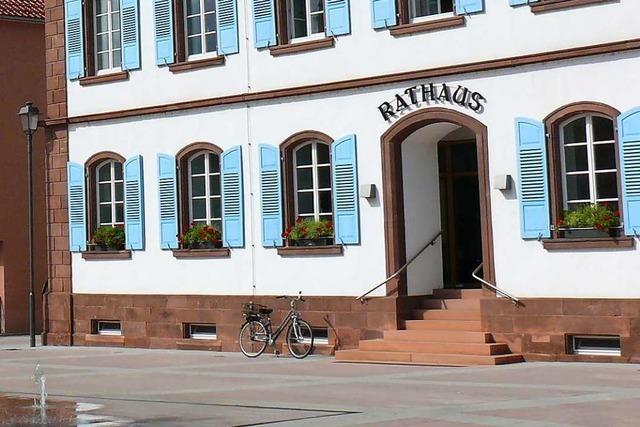 Unbekannte haben die Stufen am Ringsheimer Rathaus beschmiert