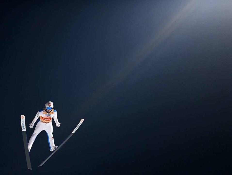 Kann der Norweger Halvor Egner Granerud Kamil Stoch noch abfangen?  | Foto: CHRISTOF STACHE (AFP)