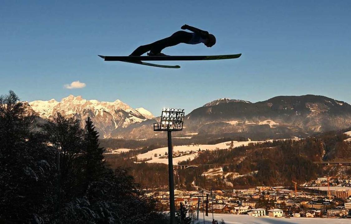 Schon im Training zeigte Karl Geiger nicht das, was er eigentlich kann.  | Foto: CHRISTOF STACHE (AFP)