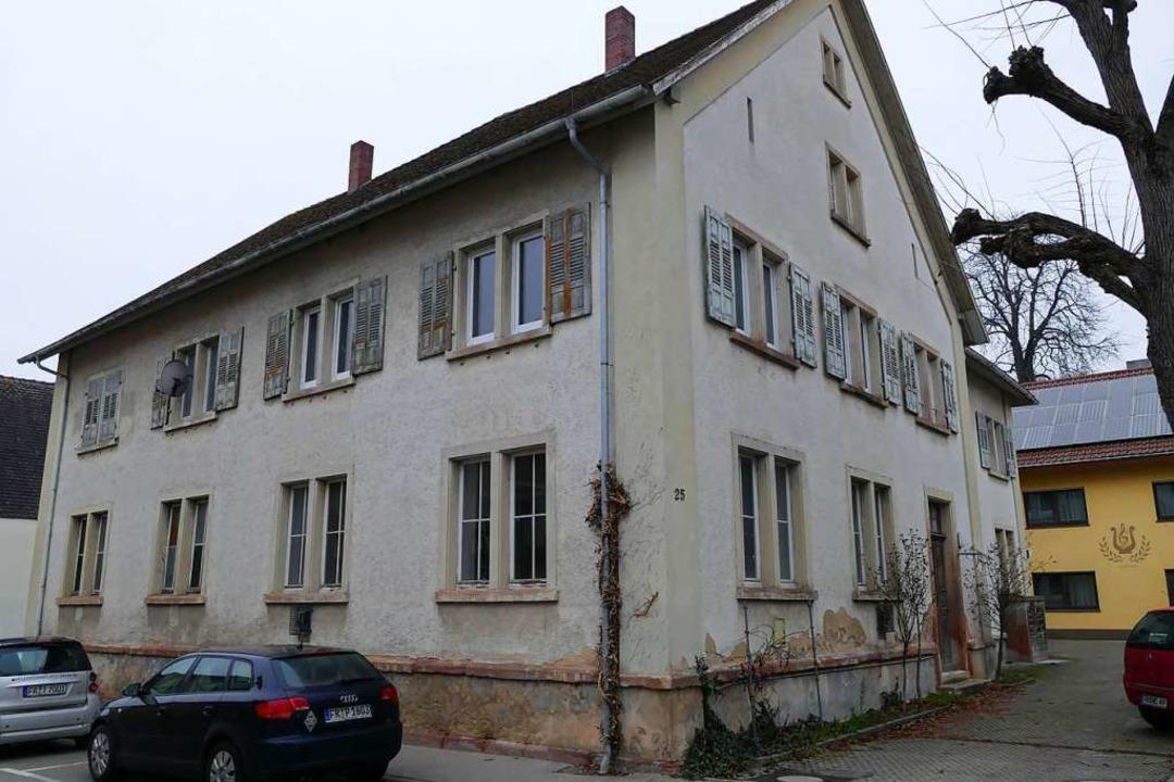 Das Haus in der Kirchstraße 23-25 soll...Flüchtlingsunterkunft umgebaut werden.  | Foto: Agnes Pohrt