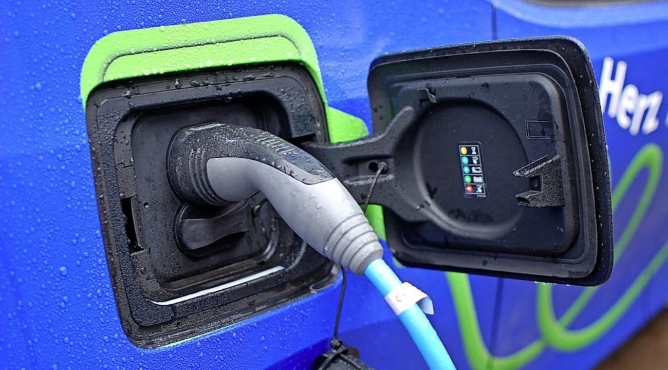 Ladesäulen für Elektro-Fahrzeuge gibt ...uch dies soll dem Klimaschutz dienen.   | Foto: Louis Groß