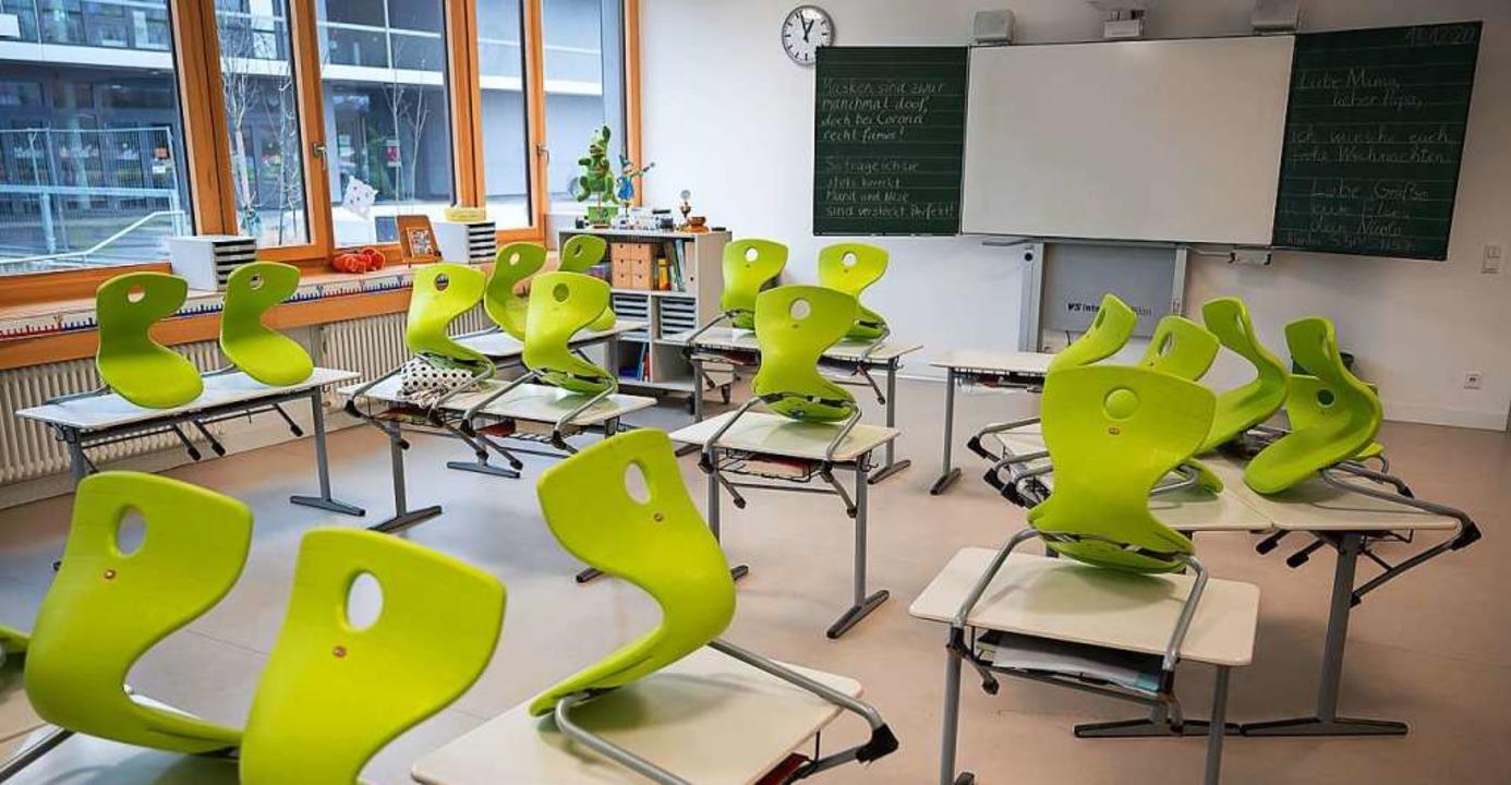 Zieht Mitte Januar wieder Trubel in die Klassenzimmer ein? Das ist noch offen.  | Foto: Sebastian Gollnow (dpa)