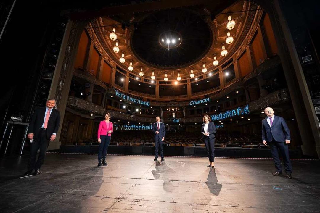 Auf der Bühne aber ohne Publikum: Land...ende von Baden-Württemberg (von links)    Foto: Sebastian Gollnow (dpa)