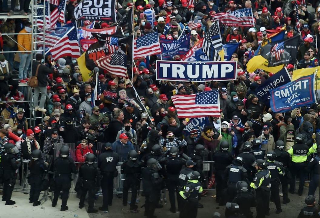 Trump-Anhänger auf der Straße.    Foto: OLIVIER DOULIERY (AFP)