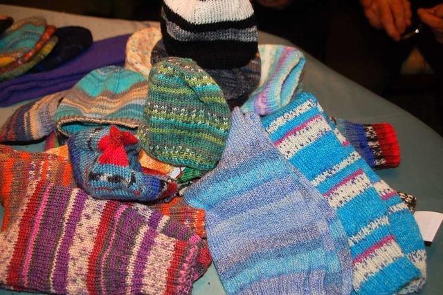 Drei Frauen aus Rheinfelden stricken jährlich 2000 Mützen für Frühchen