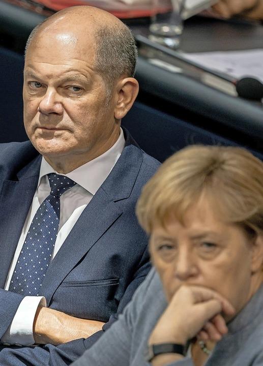 Vizekanzler Olaf Scholz (l.) und Bundeskanzlerin Angela Merkel    Foto: Michael Kappeler (dpa)