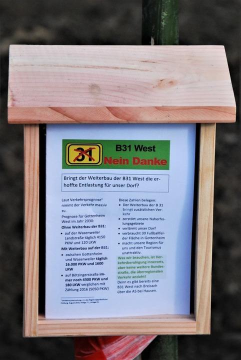 In Holzkästen sind Infoblätter der Got...gerinitiative zum Mitnehmen eingelegt.  | Foto: Thomas Barleon