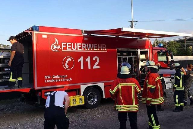 Wenn gefährliche Stoffe austreten, rückt der Gefahrgutzug der Feuerwehr aus