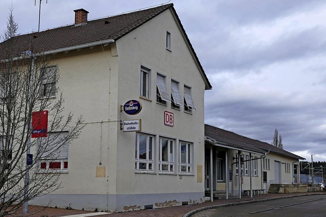 Für das Löffinger Bahnhofsgebäude inkl...ges Nutzungskonzept entwickelt werden.    Foto: Martin Wunderle