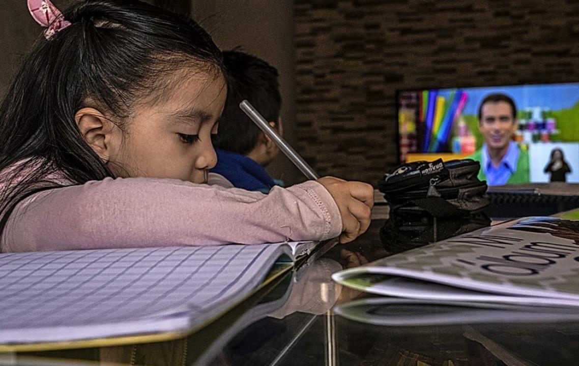 Lernen vor dem Fernseher  – hier in Mexiko  | Foto: Jacky Muniello