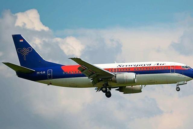 Trümmer gefunden: Flugzeug mit 62 Menschen an Bord vom Radar verschwunden